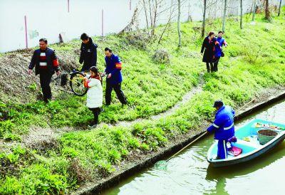 南京建邺河道保护志愿者上岗 将定期进行巡查
