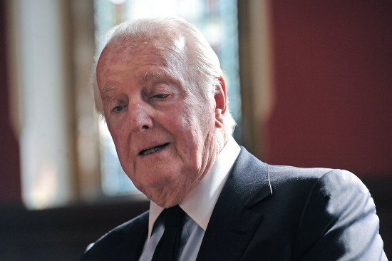法国时尚品牌纪梵希创始人纪梵希去世享年91岁