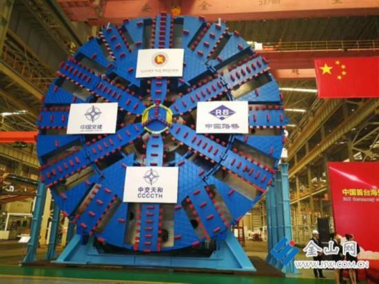 中国首台出口海外超大直径盾构机在江苏常熟下线