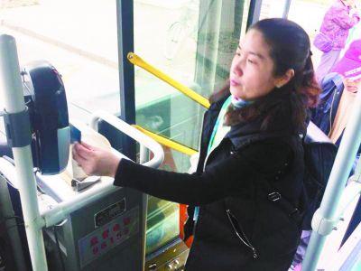 南京板桥新辟公交线对接地铁 方便居民出行