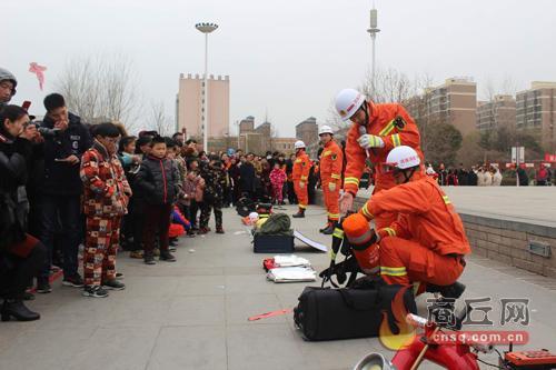 虞城消防:走上街头 普及宣传消防知识