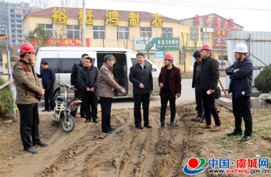 县委书记朱东亚调研春季绿化工作
