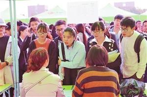 云南省醫藥類高校畢業生雙選會舉行