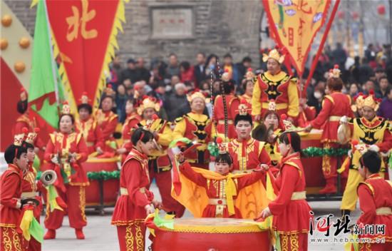 石家庄市第八届鼓王争霸赛在正定举行(组图)