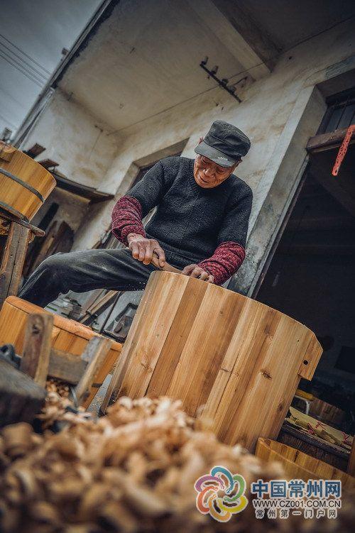 常州箍桶匠人章杏兴:刨花香里的手艺人生