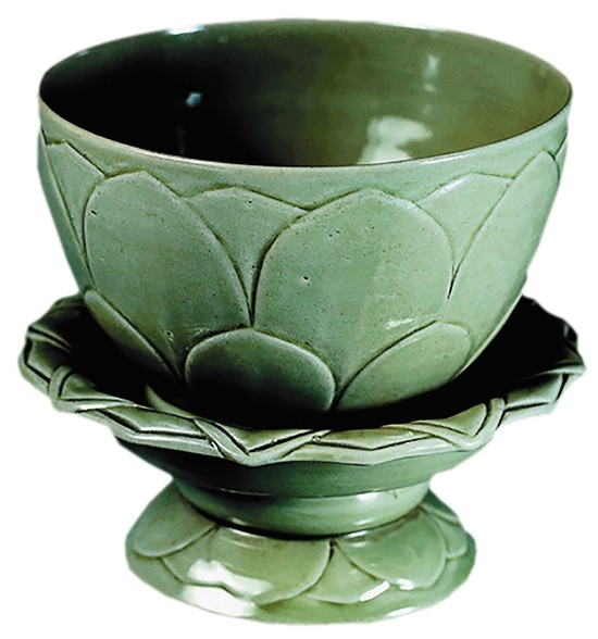五代 秘色瓷莲花碗 1956年维修苏州虎丘云岩寺塔时从塔内出土 现藏苏州博物馆