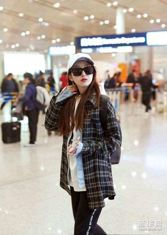 蒋梦婕现身机场妆容清丽 参加《高能少年团》第二季
