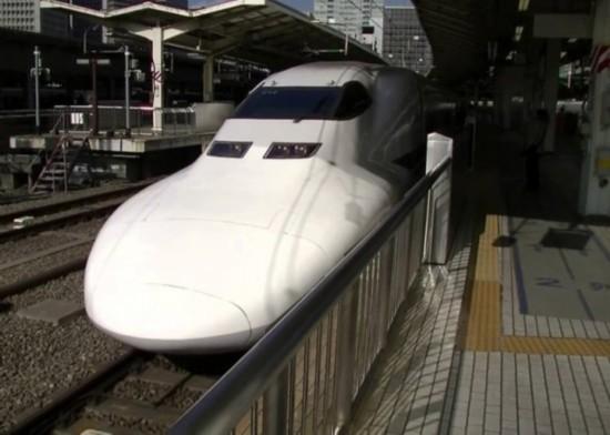 日本高铁再出事故!行驶途中刹车部件脱落、车底冒火花...