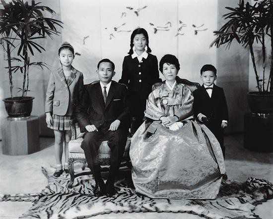 朴槿惠给自己留了条后路!因这招家人未受牵连