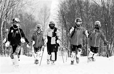 北京市青少年滑雪队运动学习双丰收