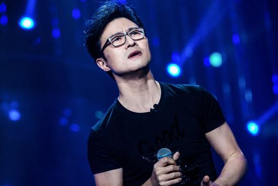 《歌手》汪峰演唱《忘了我》 回望二十年兄弟情