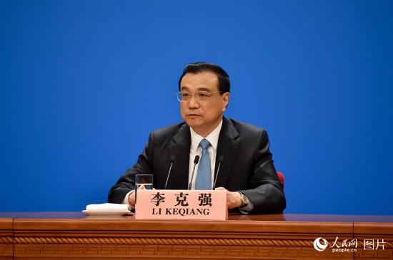 李克强总理回答记者提问。人民网记者 翁奇羽 摄