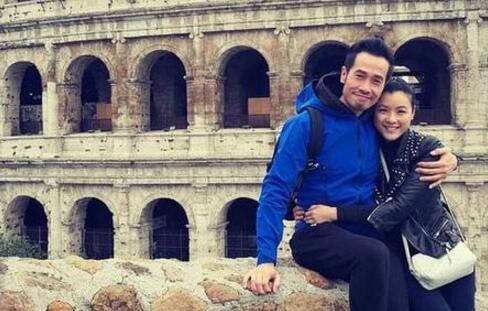 陈茵薇与陈豪欧游享受二人世界 街头甜蜜相拥拍照
