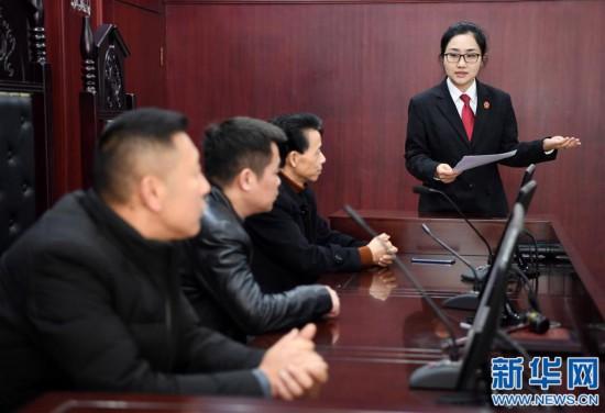 """(社会)(1)江西南昌:""""模拟法庭""""助普法"""