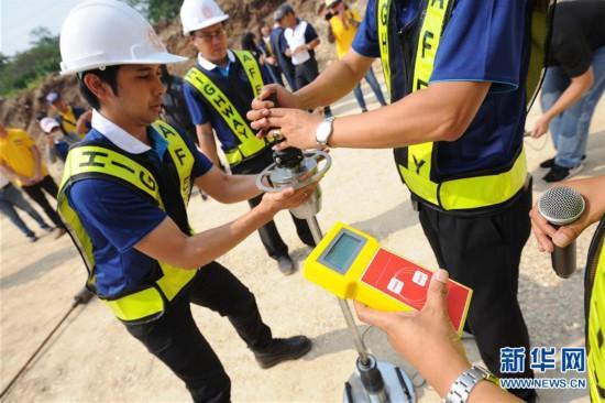 泰国交通部公路厅厅长塔宁·颂汶22日在泰国呵叻府巴冲县中泰铁路合作