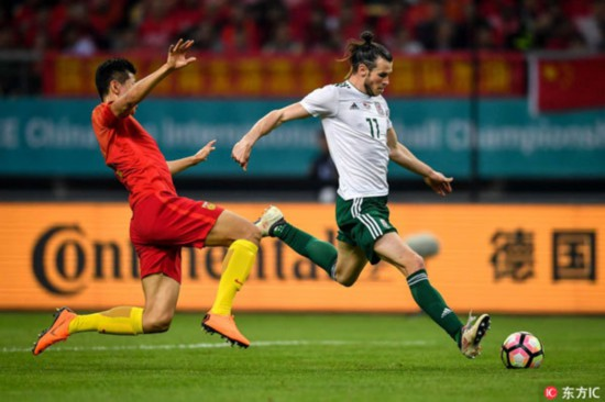Gareth Bale (R) scores a hat-trick to help Wales crush hosts China 6-0 in the opener of the 2018 China Cup International Football Championship in Nanning, southwest China's Guangxi Zhuang Autonomous Region, on March 22, 2018. [Photo: Imagine China]