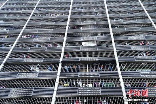 'Birdcage' building debuts in Chongqing