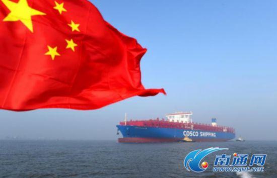 可装20000个标准箱 南通造超大集装箱船试航