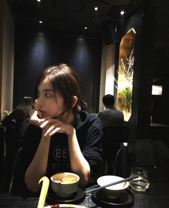娜扎晒素颜吃饭照意思水嫩仙气十足笑成表情表情包可爱微什么信皮肤图片