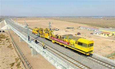 吴忠至中卫城际铁路供电接触线开始架设