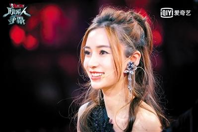 Angelababy李晨林更新盛一伦担任《机器人争霸》团长