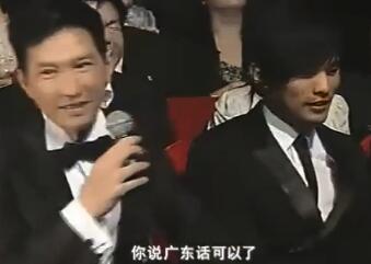 """""""渣渣辉""""对话周杰伦 粤语普通话你能听懂那个?"""