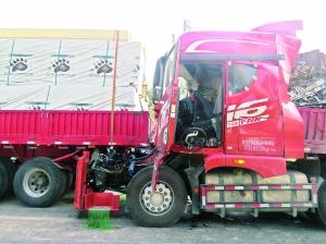 四辆大货车在淮安连环追尾 所幸无人伤亡