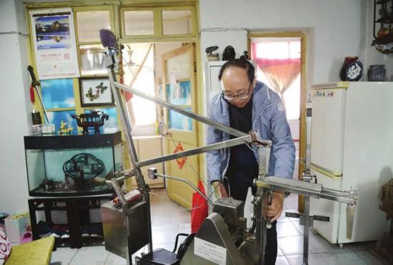 苏州七旬老人痴迷发明 已获得16项专利