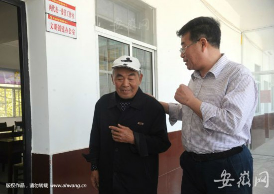 许多村民把李传玺当朋友,愿意向他讲心里话。