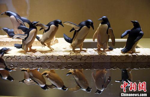 东阳木雕传承人杭州展呈现精美木雕世界