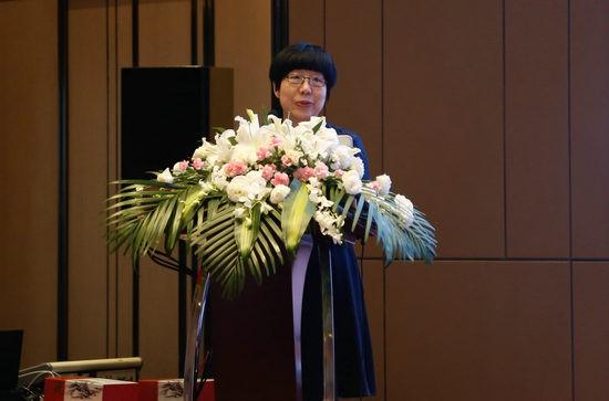人民网副总裁、2017中国马拉松十大跑步人物唐维红
