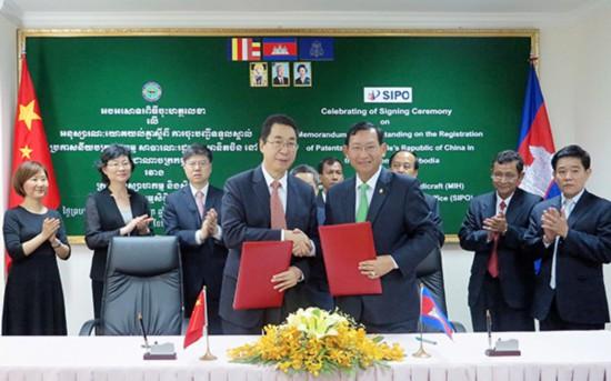 申长雨率团访问柬埔寨 双方签署中国专利在柬生效谅解备忘录