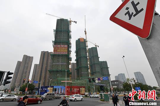 资料图:福州一处在建中的商品房。 <a target='_blank'  data-cke-saved-href='http://www.chinanews.com/' href='http://www.chinanews.com/'><p  align=