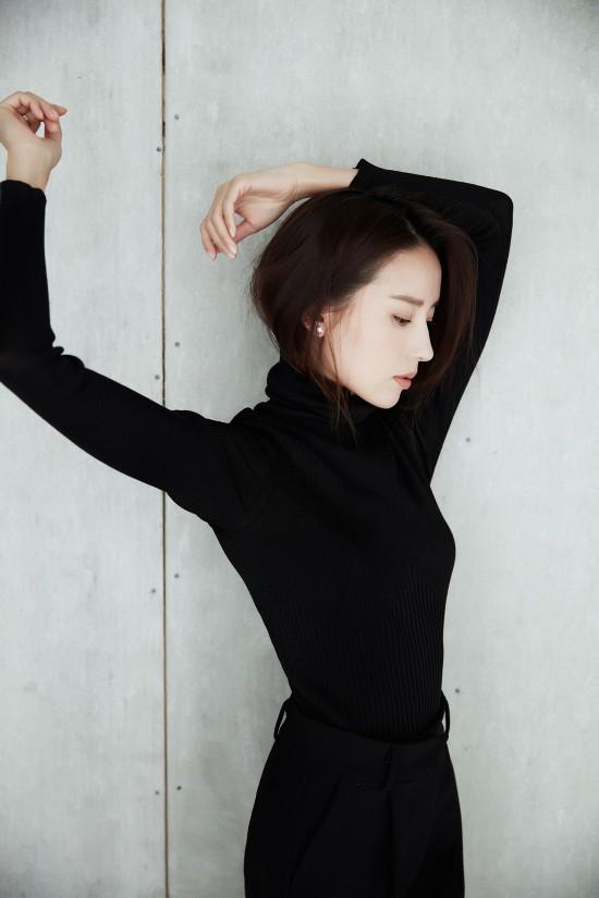 董洁一袭黑色紧身衣尽显迷人身段
