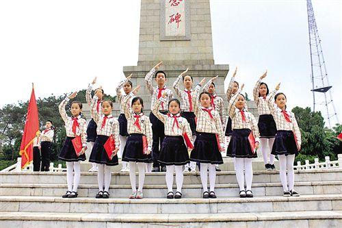 缅怀革命先烈南宁市中小学开展清明祭英烈主题活动