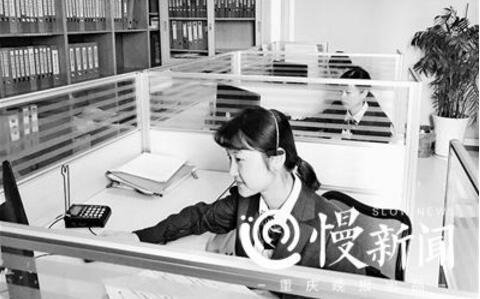 """95后女孩当殡葬热线接线员 每天接60个""""死亡电话"""""""