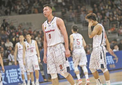 广东宏远阵容缺乏深度大比分负辽宁赛季结束