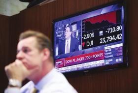"""美股暴跌""""回应""""特朗普征税威胁"""