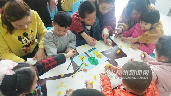 """闽清图书馆有个""""故事妈妈""""义工团 陪伴孩子成长"""