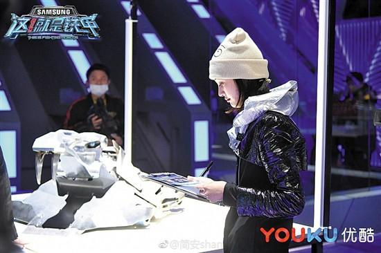 《机器人争霸》《这!就是铁甲》正面PK 机甲格斗或成网综新战场