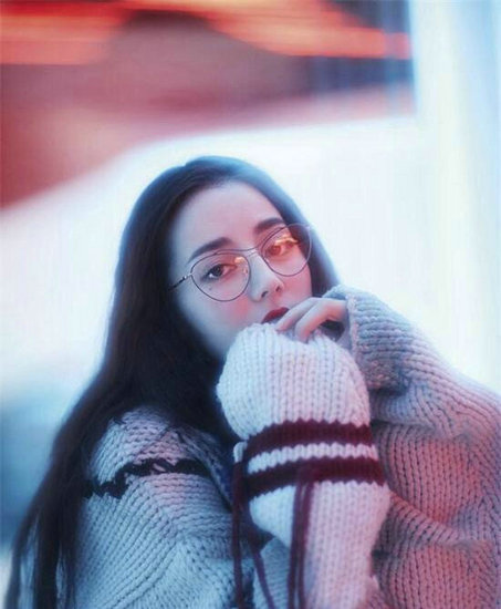女星戴眼镜谁最好看?范冰冰呆萌可爱,热巴变化好大