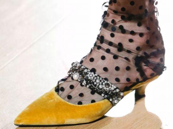 不同袜子要搭配特定的鞋款才出彩,赶紧学起来!