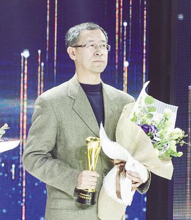 王岩,为党报评论活了一辈子