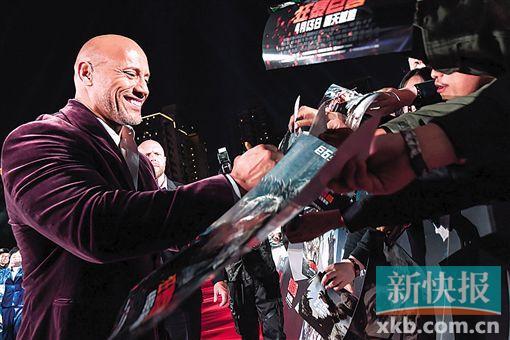 《狂暴巨兽》上海发布会 强森的硬汉笑容引发迷妹尖叫