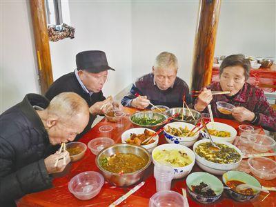 热心村民献爱心 幸福食堂晒幸福