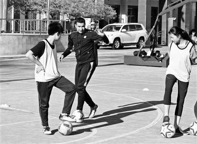 京城校园足球 找外教 看门道