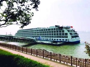 """""""南京-上海""""长江游轮首航 航行全程约330公里"""