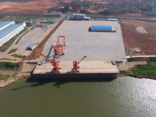 空中俯瞰即将开港运营的长沙铜官港全景(4月9日无人机航拍)。