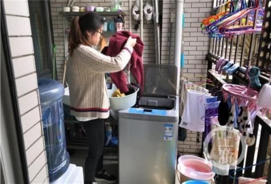 """重庆高校宿舍现共享洗衣机 学生足不出""""户""""就能洗衣"""