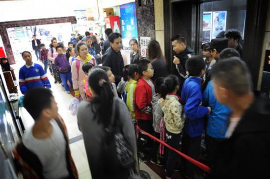 """長沙小區托管培訓扎堆業主出行要跟小學生""""搶電梯"""""""